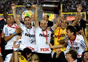 Le capitaine des Corinthians Alessandro lors de la victoire de l'édition 2012 de la Copa Libertadores