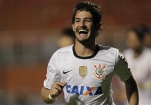 Le tout nouvel attaquant des champions en titre, les Corinthians, Pato après son but face au Millonarios lors de cette édition 2013