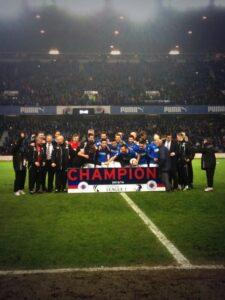 Les joueurs célébrant la promotion en deuxième division. (DR)