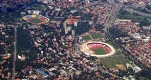 Les stades des deux équipes séparés de seulement une centaine de mètres. (DR)