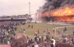 Le stade de Valley Parade en feu. (DR)