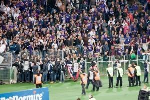 """Certains tifosi de la Fiorentina ont aussi """"envahi"""" le terrain. Aucun daspo de prononcé. (DR)"""