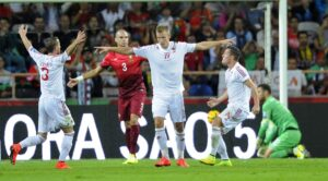 La joie des Albanais après le but de Balaj