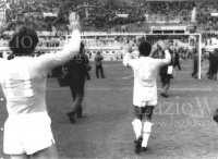 Les joueurs de la Lazio tentent en vain de calmer leurs supporters. (DR)