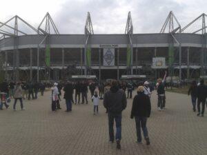 Le Borussia-Park, peu avant le début de la rencontre (Clément Le Foll / La Grinta)