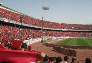 Les supporters du Persepolis au stade Azadi. (DR)