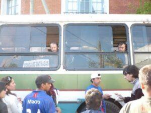 Bus en guise billetterie aux alentours de l'Estadio José Dellagiovanna (Crédits : Bastien Poupat / La Grinta)