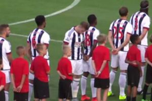 James-McClean-turns-his-back-during-national-anthem