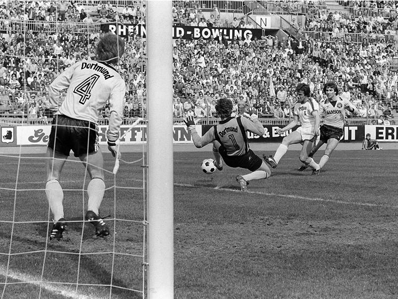 L'attaquant du Borussia Mönchengladbach Jupp Heynckes lance le festival offensif de son équipe. Le début d'un calvaire de 90 minutes pour le Borussia Dortmund. (Crédit photos: Kicker.de