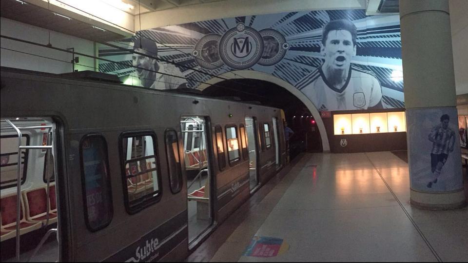 Affiche d'un inconnu dans le métro argentin. (Malik B.)
