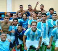 Atletico Tucuman avec le maillot de l'Argentine